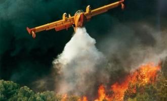 Μεγάλη φωτιά πάνω από τα Καμένα Βούρλα