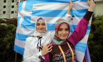 """Ο Ερντογάν αποκάλεσε την ελληνική μουσουλμανική μειονότητα στη Θράκη """"ομοεθνείς"""" του"""