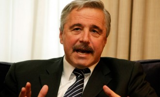 Μανιάτης: Είχε κατατεθεί τροπολογία για αναστολή κατεδάφισης αυθαιρέτων