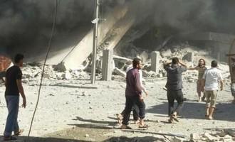 21 άμαχοι νεκροί από αεροπορική επιδρομή σε πόλη της Συρίας που ελέγχουν οι ισλαμιστές
