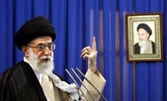 """Αγιατολάχ Αλί Χαμενεΐ: Το Ιράν θα αντιδράσει έντονα σε οποιαδήποτε """"λανθασμένη ενέργεια"""" των ΗΠΑ"""