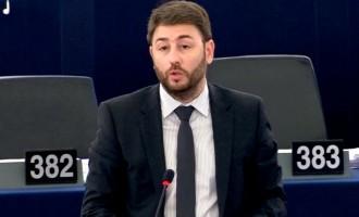 Ανδρουλάκης στο Ευρωκοινοβούλιο: Οι δύο Έλληνες στρατιωτικοί φύλαγαν ευρωπαϊκά σύνορα (βίντεο)