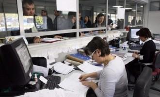 """""""Παγώνει"""" έως τις αρχές Απριλίου η αξιολόγηση των δημοσίων υπαλλήλων"""