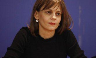 Αχτσιόγλου: Πολιτική απάτη ο Μητσοτάκης να φορτώνει στην κυβέρνηση τις περικοπές μισθών