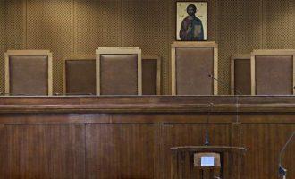 Δίκη παρωδία για την απόπειρα δολοφονίας δικηγόρου: Φέρτε μπύρες και σουβλάκια