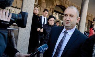 Η Βουλγαρία ανακαλεί τον πρέσβη της στη Ρωσία – Διαφωνεί ο πρόεδρος Ράντεφ