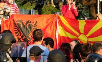 Γιατί χαίρονται οι Αλβανοί και… «κλαίνε» οι εθνικιστές στα Σκόπια; «Δεν είμαστε πια… Μακεδονία»