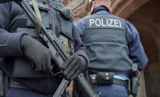 70χρονος Γερμανός επιτέθηκε με μαχαίρι σε  τρεις πρόσφυγες έξω από εκκλησία