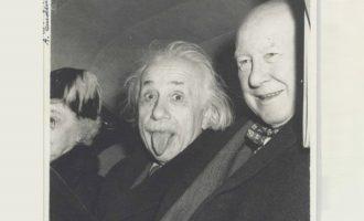 125.000 δολάρια πωλήθηκε η φωτογραφία του Αϊνστάιν που βγάζει έξω τη γλώσσα