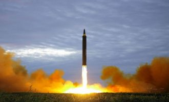 Πρόβλεψη σοκ: Ενας πύραυλος της Β. Κορέας θα σκοτώσει το 90% του πληθυσμού των ΗΠΑ