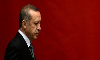 Die Welt: Ο Ερντογάν κάνει την Τουρκία ένα αυταρχικό κράτος
