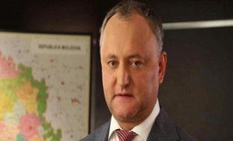 Η Μολδαβία απευλαύνει τρεις Ρώσους διπλωμάτες – Αντιδρά ο φιλορώσος πρόεδρος της χώρας