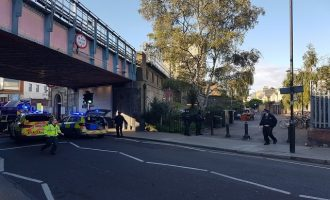 Σε κλίμα πολέμου το Λονδίνο μετά το χτύπημα του ISIS στο Μετρό – O στρατός στους δρόμους