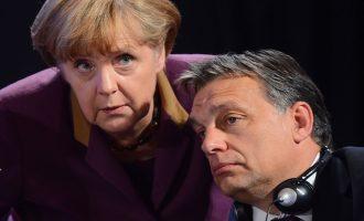 Η Μέρκελ απειλεί με οικονομικές κυρώσεις την Ουγγαρία για το προσφυγικό