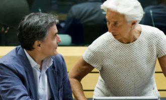 """Υποχώρηση από το """"φευγάτο"""" ΔΝΤ: Δεν έρχεται νωρίτερα το αφορολόγητο αλλά ελαφρύνσεις"""