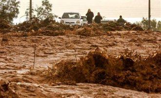 Μία γυναίκα νεκρή από τις πλημμύρες στη Μάνδρα Αττικής
