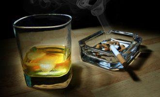 Τι προκαλεί στην εμφάνισή σας η μεγάλη κατανάλωση αλκοόλ και νικοτίνης
