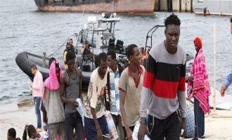 ΣΟΚ! Στη Λιβύη πουλάνε Αφρικανούς πρόσφυγες για σκλάβους – Δείτε βίντεο από σκλαβοπάζαρο