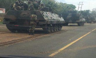 Τανκς βγήκαν στoυς δρόμους της Ζιμπάμπουε- Φήμες για πραξικόπημα (φωτο)