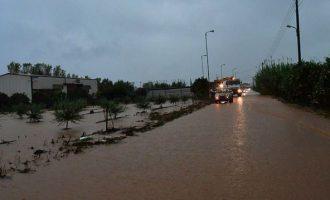"""""""Ποτάμι"""" η εθνική οδός με εγκλωβισμένους οδηγούς – Σε ποια σημεία δεν κινούνται τα αυτοκίνητα"""