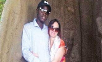 Παράτησε 9 παιδιά και τον άνδρα της για να ζήσει με τον νεότερο εραστή της στην Γκάμπια