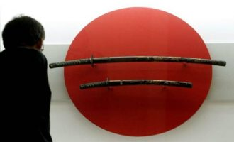 Σοκ στο Tόκιο: Με σπαθί σαμουράι έσφαξε την αδερφή του και μετά το έστρεψε στον εαυτό του
