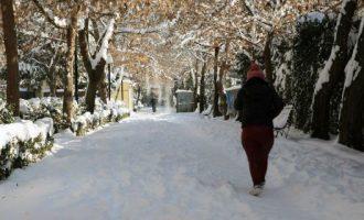 """Ο """"Θησέας"""" σαρώνει τη χώρα – Στα χιόνια η Βόρεια Ελλάδα – Έρχονται ακραία φαινόμενα και στην Αττική"""