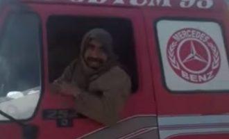 Τουρκικό δημοτικό βυτιοφόρο φόρτωνε κλεμμένο πετρέλαιο από το Ισλαμικό Κράτος στη Συρία (βίντεο)