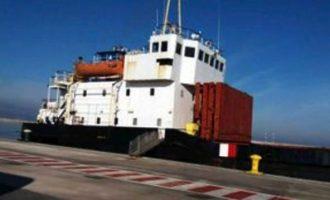 """""""Καμία παρανομία"""" λέει ο πλοίαρχος του """"Andromeda"""" που μετέφερε 410 τόνους εκρηκτικών"""