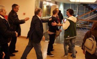 Ελεύθεροι οι 20 προσαχθέντες μετά την εισβολή του Ρουβίκωνα σε ομιλία του Τσακαλώτου