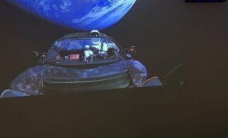 Ιστορική στιγμή: Δείτε τον πύραυλο του Έλον Μασκ να εκτοξεύεται για τον Άρη (βίντεο)