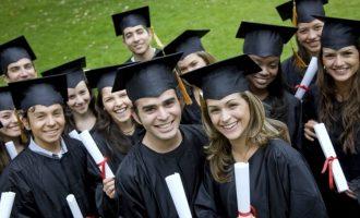 Τερέζα Μέι:  Θα μειωθούν τα δίδακτρα στα Βρετανικά πανεπιστήμια