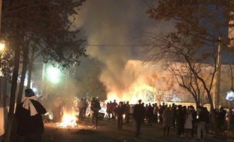 Πέντε Ιρανοί αστυνομικοί νεκροί στην Τεχεράνη σε συγκρούσεις με ειρηνικούς Δερβίσηδες