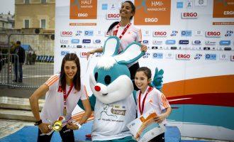 Ημιμαραθώνιος Αθήνας: Μια 12χρονη αθλήτρια ανέβηκε στο βάθρο!