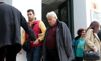 Ελεύθερος αφέθηκε ο 88χρονος από τη Γλυφάδα που πυροβόλησε τους δύο διαρρήκτες