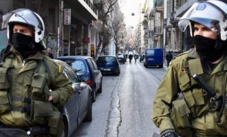 Αστυνομική επιχείρηση για εκκένωση καταλήψεων σε Εξάρχεια και Κουκάκι