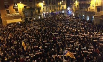 Χιλιάδες διαδήλωσαν στη Βαρκελώνη κατά της σύλληψης του Πουτζδεμόν στη Γερμανία