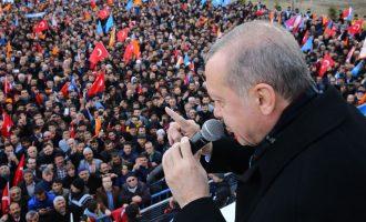Ο Ερντογάν απείλησε Ελλάδα και Ε.Ε. με επιθετική ενέργεια – «Θα ανοίξω τα σύνορα και δεν θα βρίσκετε τρύπα να κρυφτείτε»
