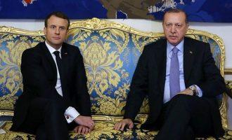 Καβγάς Ερντογάν-Μακρόν – Απείλησε τη Γαλλία με «τρομοκρατία» επειδή στέλνει στρατό στο συριακό Κουρδιστάν