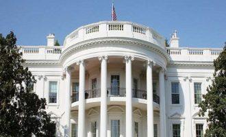 """Λευκός Οίκος για απελάσεις Αμερικανών διπλωματών: """"Θα αντιμετωπίσουμε"""" το θέμα"""