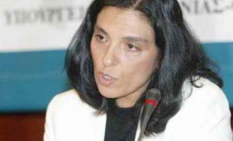 Επίθεση με μπογιές στην καθηγήτρια Μαίρη Μπόση – Καταδικάζει το υπουργείο Παιδείας