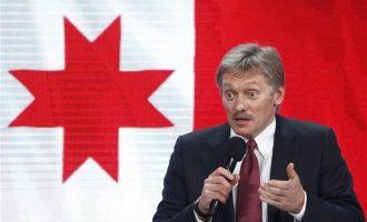 Κρεμλίνο προς ΗΠΑ: Δεν αρχίσαμε εμείς τον διπλωματικό πόλεμο