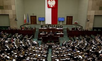 Η κυβέρνηση της Πολωνίας ετοιμάζεται να διώξει Ρώσους διπλωμάτες