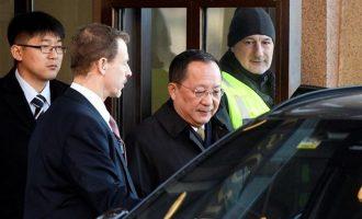 """Ο Σουηδός πρωθυπουργός είχε συνάντηση με """"μυστικό περιεχόμενο"""" με τον Βορειοκορεάτη απεσταλμένο"""