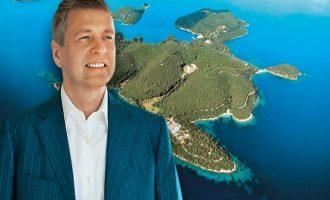 Handelsblatt: O Ριμπολόβλεφ σχεδιάζει πολυτελές θέρετρο στο Σκορπιό