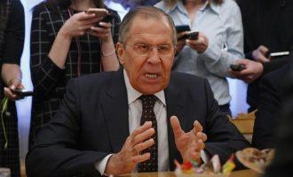 """Οργισμένος Λαβρόφ: """"Υπόσχομαι ότι θα απελάσουμε Βρετανούς διπλωμάτες σύντομα"""""""