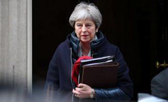 "Oι Βρετανοί υπουργοί έδωσαν το ""ΟΚ"" στην Μέι για επίθεση στη Συρία"