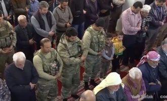 Στο τζαμί της κατεχόμενης Εφρίν προσευχήθηκαν οι στρατιώτες του Ερντογάν (φωτο)
