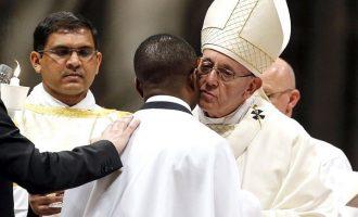 Ειρήνη για όλο τον κόσμο ευχήθηκε ο Πάπας την Κυριακή του Πάσχα των Καθολικών
