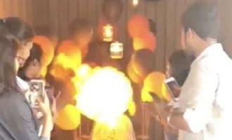 """Πώς λαμπάδιασε από το κερί της τούρτας της δίπλα σε μπαλόνια """"βόμβες"""" (φωτο+βίντεο)"""